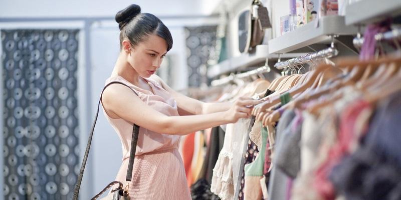 Tidak Paham Mix and Match, Jadi Alasan Wanita Sulit Menahan Hasrat Belanja Baju!