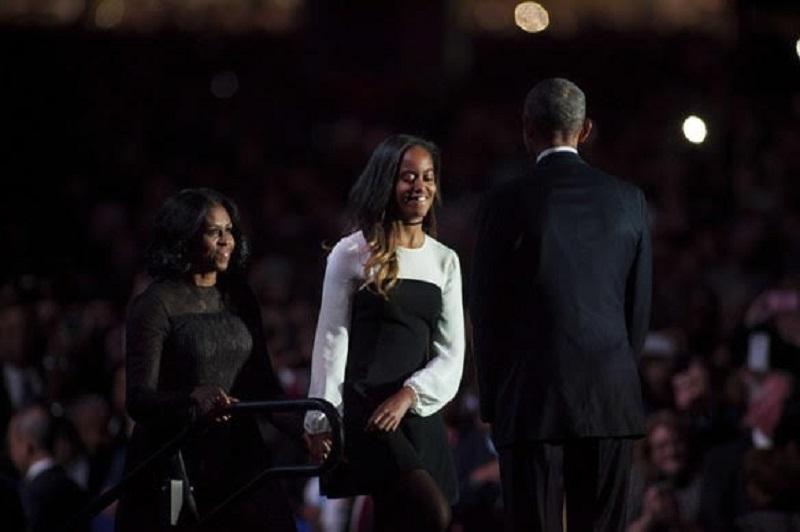Makna Dress Hitam Michelle Obama saat Pidato Terakhir