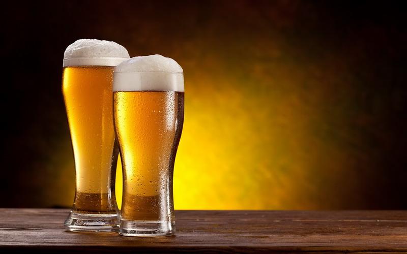 Minimalisasi Buih, Bar Ini Tuangkan Bir dari Bagian Bawah Gelas