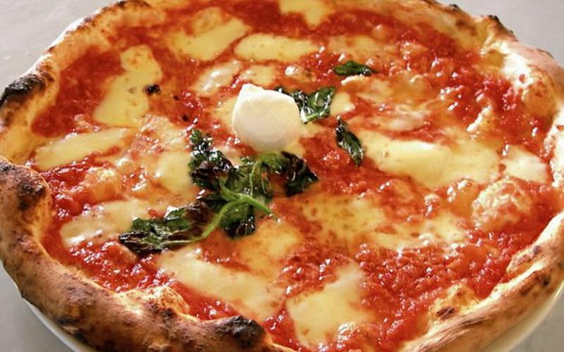 Terjebak Longsoran Salju, Supir Truk Ini Nekat Memesan Pizza