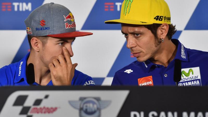 Maverick Vinales dan Valentino Rossi (Foto: AFP)