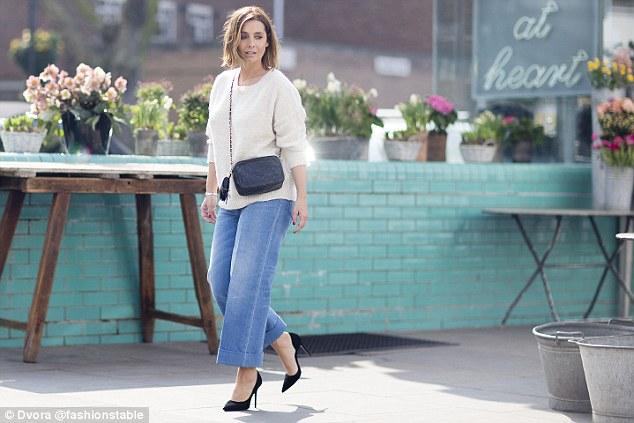 TOP FASHION 1: Celana Jeans Super Lebar akan Trending Tahun Ini