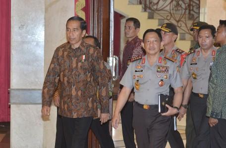 \Jokowi: Percuma Ekonomi Tumbuh di Atas 6% Jika Inflasi 9%\