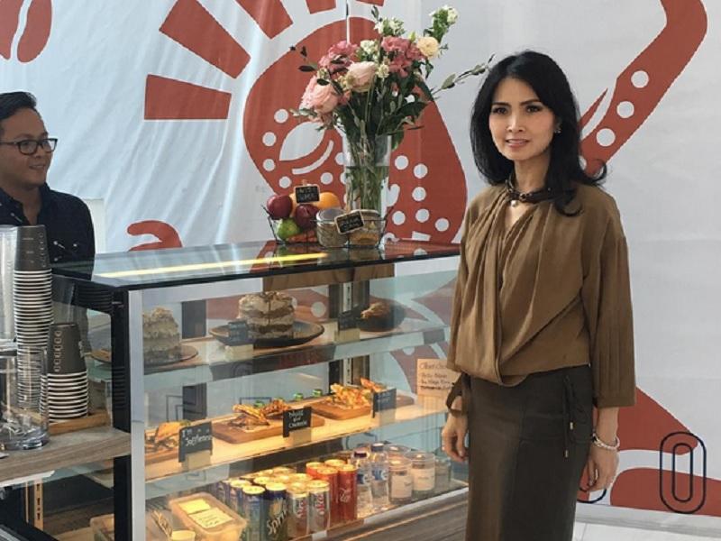 Pose Liliana Tanoesoedibjo di Coffee Shop Woolloo Mooloo Dibanjiri Likes