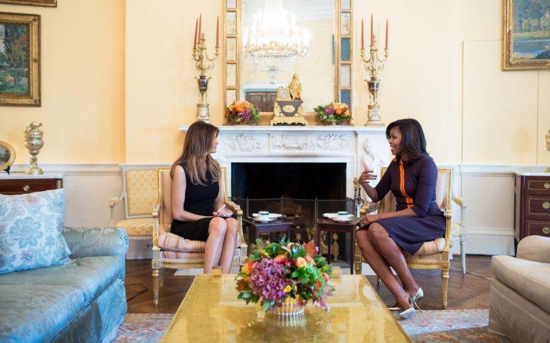 Beda Fesyen Melania Trump dan Michelle Obama
