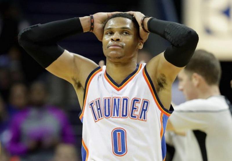 Russell Westbrook raih triple-double ke-19, tapi Oklahoma City alami kekalahan (Foto: Streeter Lecka/AFP)