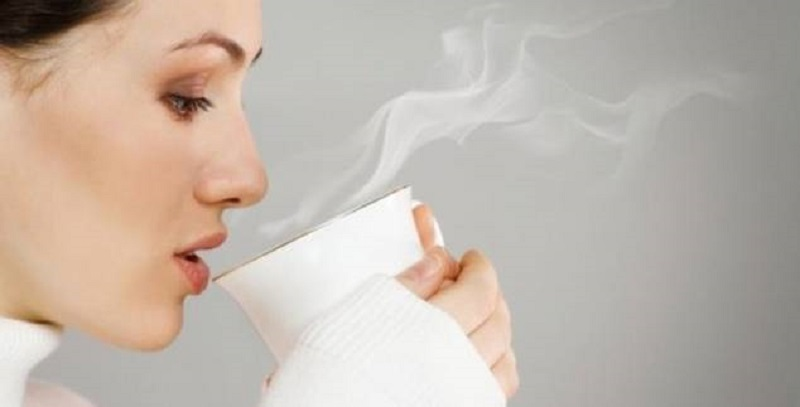 5 Keuntungan Minum Air Hangat Setiap Pagi saat Perut Kosong