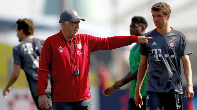 Thomas Muller (kanan) dan Ancelotti (Foto: AFP)