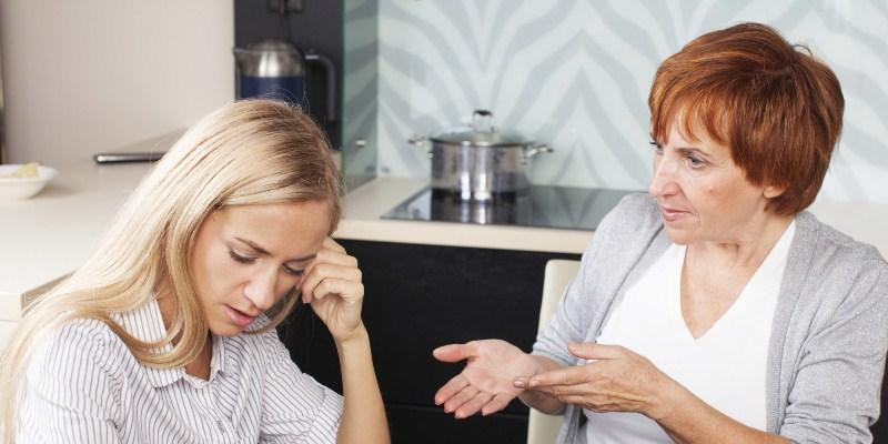 Terjebak dalam Situasi Canggung dengan Mertua? Hadapi dengan Ini