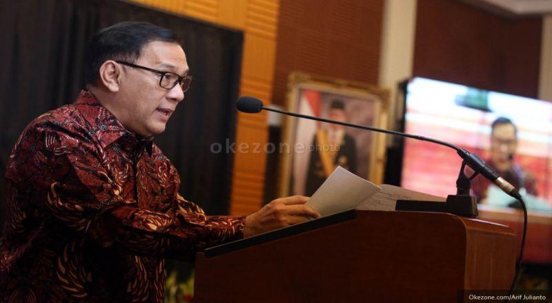 \Gubernur BI Pamerkan Ekonomi Indonesia di Depan BJ Habibie\