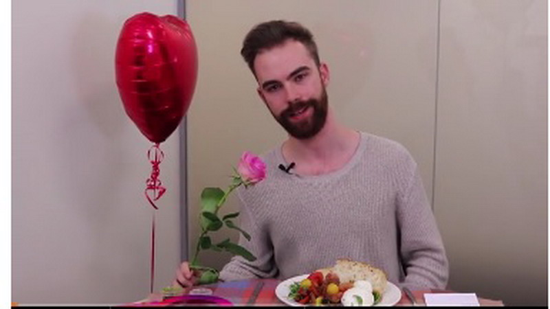 Tonton Aksi Pria Jomblo saat Dinner Valentine Tanpa Pasangan