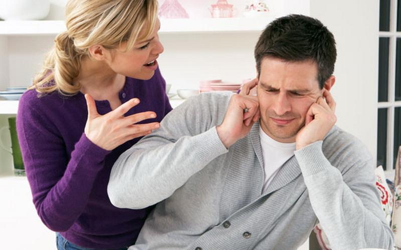 Untuk Para Suami, Istri Sering Mengecek Ponsel, Tanda Dia sedang Cemburu