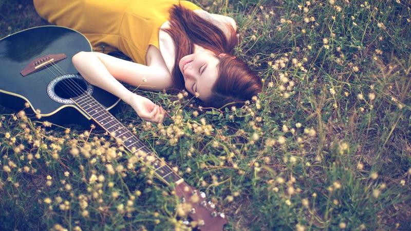 Ingin Dinyanyikan Lagu Romantis? Pacaran sama Musisi!