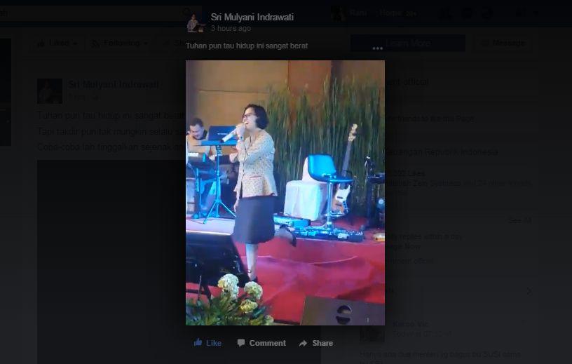 \Gaya Sri Mulyani Nyanyi Lagu 'Esokkan Masih Ada'\