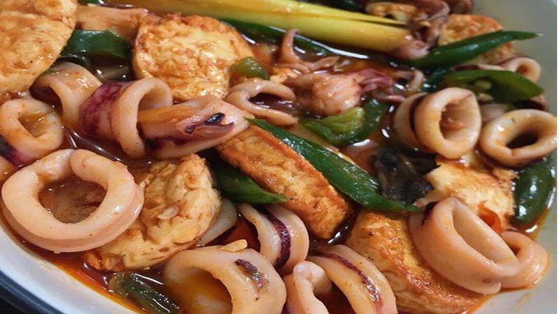 RESEP PILIHAN: Makan Siang Mantap dengan Cumi Tofu Saus Padang