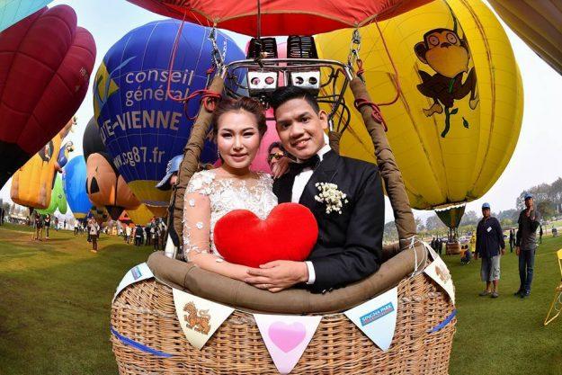Balon Udara di Thailand Jadi Tempat 22 Pasangan Mengucapkan Janji Setia