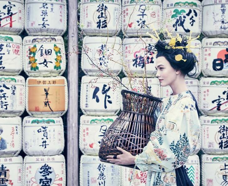 Dandani Karlie Kloss Jadi Geisha, Vogue Ramai Tuai Kritikan Netizen