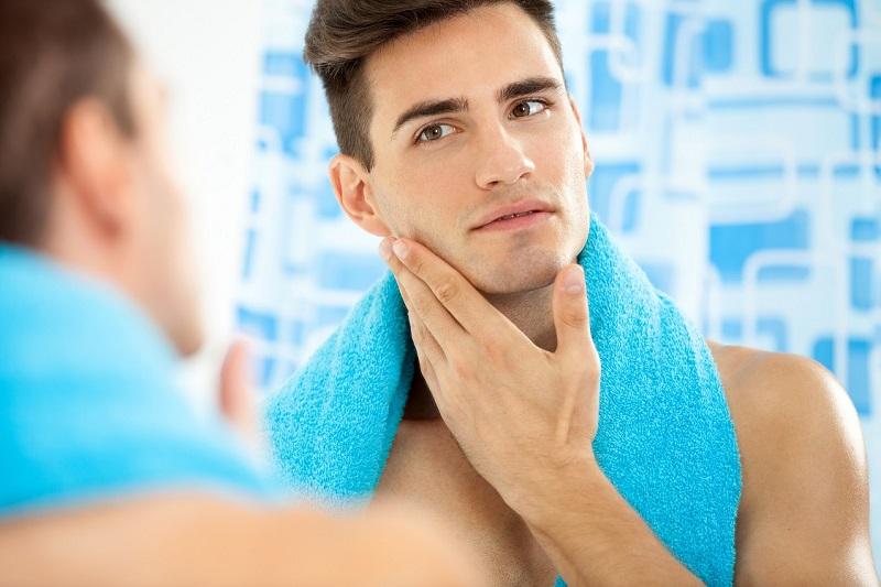 Pelembap dan Tabir Surya, Skincare Wajib untuk Pria saat Musim Hujan