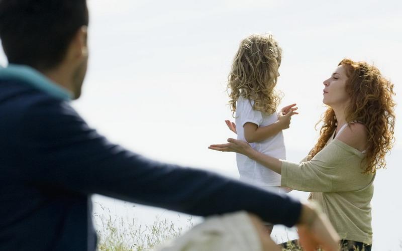 Cara Terbaik Mengatakan pada Anak Orangtua Bercerai Tanpa Menyakitinya