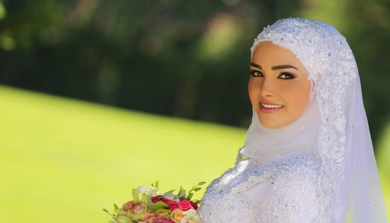 Gaun Bertabur Mutiara yang Elegan, Tren Busana Pengantin Hijab 2017