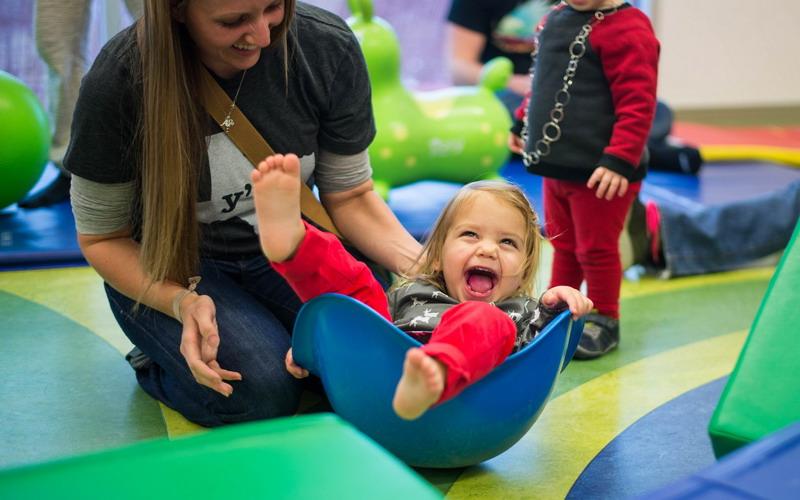 Perjuangan Luar Biasa Single Moms Mengurus Buah Hati Sendiri