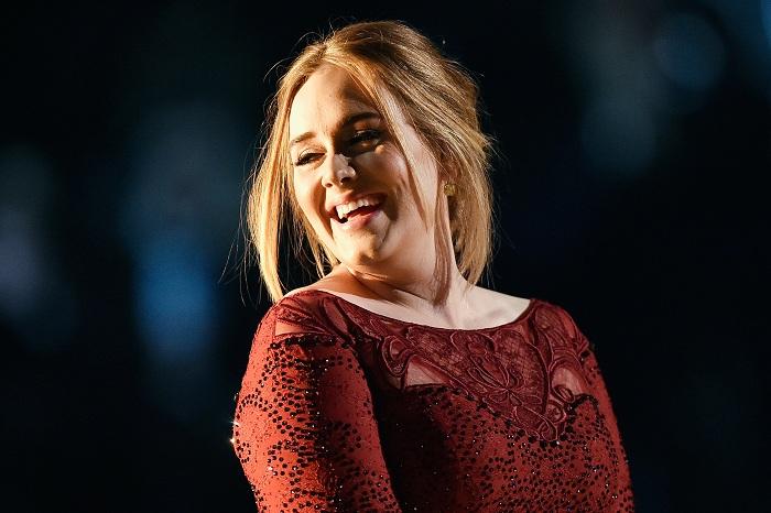 Adele. (Foto: Celebuzz)