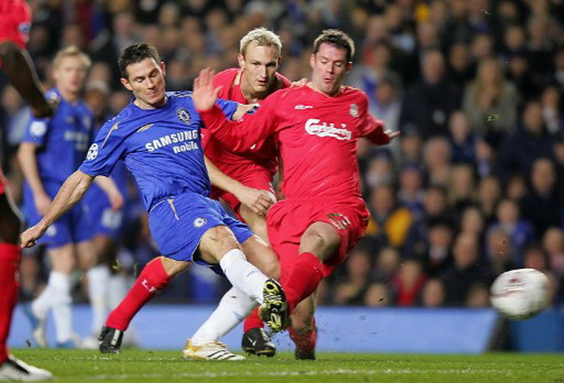 Liverpool saat bertemu Chelsea di Grup G Liga Champions 2005-2006. (Foto: AFP/John D Mchugh)