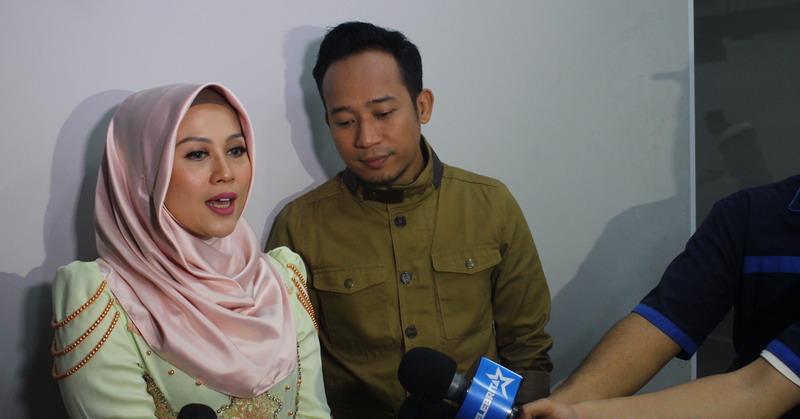 Denny Cagur dan Istri (Foto: Okezone)