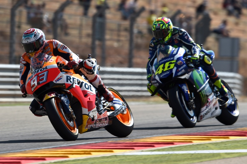 Marc Marquez (kiri) dan Valentino Rossi / Crash.net