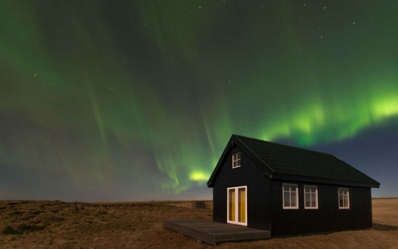 Mau Nonton Cahaya Aurora? Nikmati di Rumah Kecil Ini Aja!