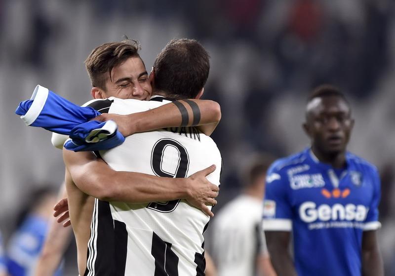 Dybala cetak dua gol ke gawang Napoli via titik putih. (Foto: REUTERS/Giorgio Perottino)
