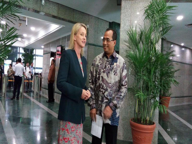 \Dikunjungi Menteri Australia, Menhub Budi Jajakan Bandara Pinggiran\