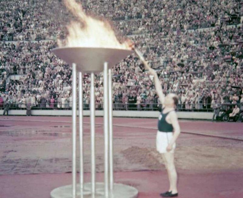 Penyalaan api obor Olimpiade Helsinki 1952 (Foto: Olympic.org)