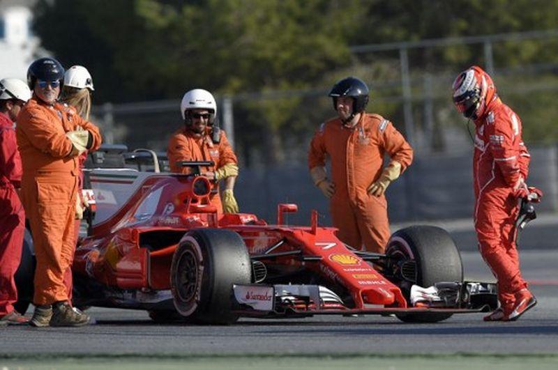 Kimi Raikkonen dan Tim Ferrari (Foto: Lluis Gene / AFP)