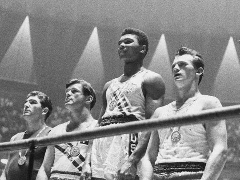 Cassius Clay (Mohammed Ali) memenangkan Olimpiade 1960 (Foto: Pinterest)