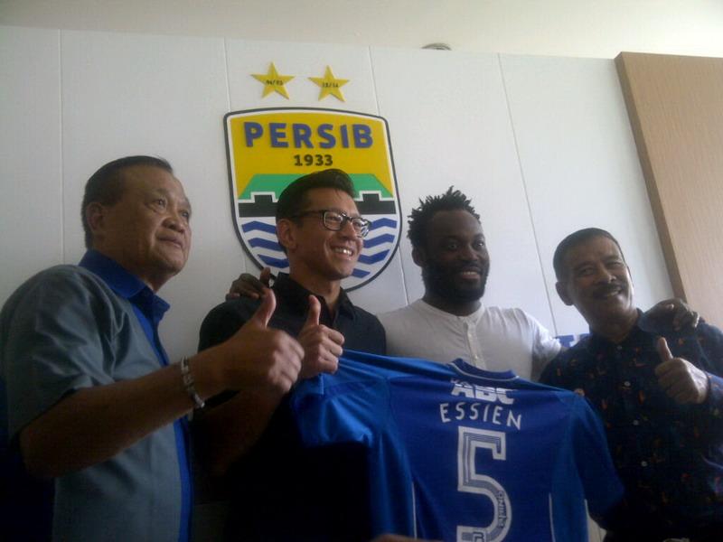 Essien resmi gabung Persib. (Foto: Oris/Okezone)