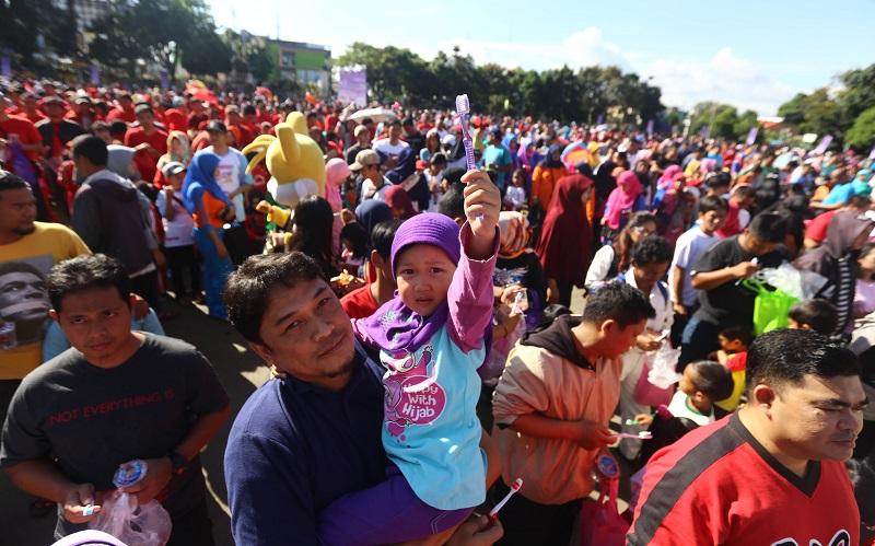 Formula untuk Indonesia, Pecahkan Rekor MURI Sikat Gigi Berpasangan