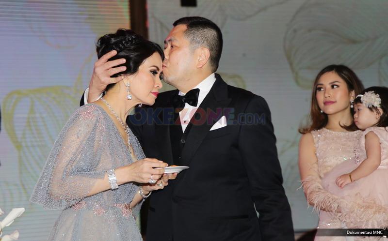 Mesra Banget... Sambil Kecup Kening, Hary Tanoe Mengatakan Ini di Malam Ultah sang Istri!!