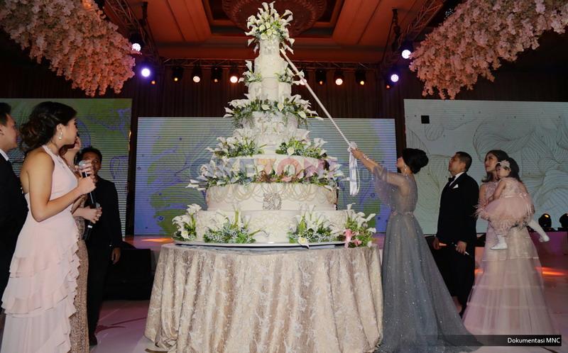 Romantis Banget, Ini Penampakan Taman Bunga di Pesta Ultah Liliana Tanoesoedibjo! Seperti di Cerita Dongeng