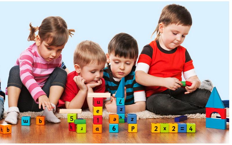Moms, Perhatikan Bentuk dan Bahan Mainan yang Tepat untuk Anak