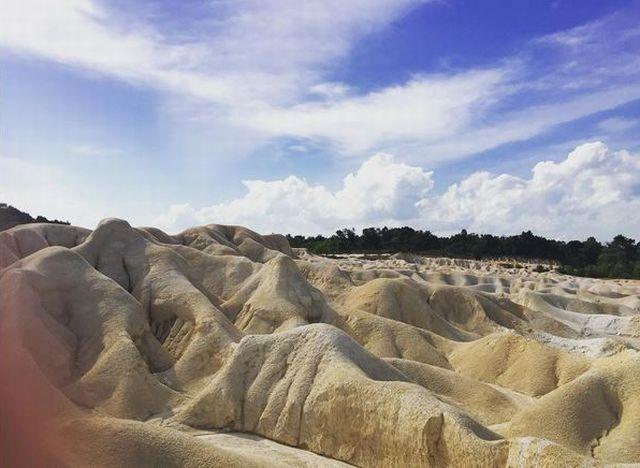 Asyiknya Berwisata Padang Pasir di Kepulauan Riau