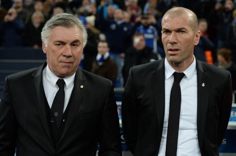 Zinedine Zidane dan Carlo Ancelotti (Foto: AFP)