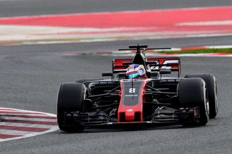 Pembalap Haas, Romain Grosjean melakukan tes pramusim (Foto: Josep Lago / AFP)