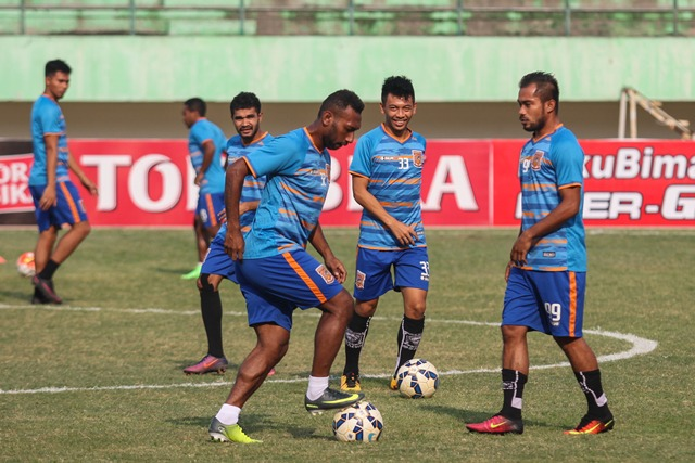 Pemain PBFC sedang melakukan latihan (Foto: Okezone)