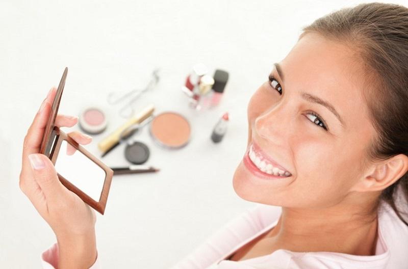 Produk Kosmetik yang Berbahaya jika Dipakai Terlalu Sering