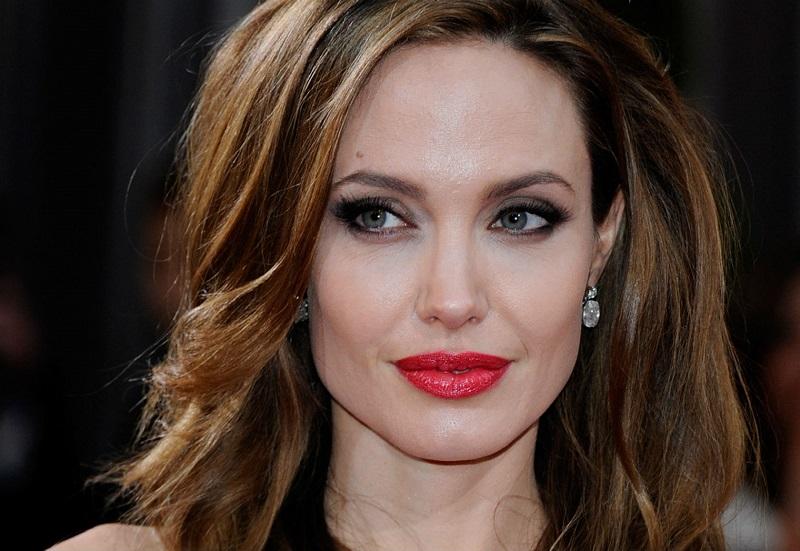Sebelum Cerai, Ternyata Angelina Jolie Sempat Bikin Tato