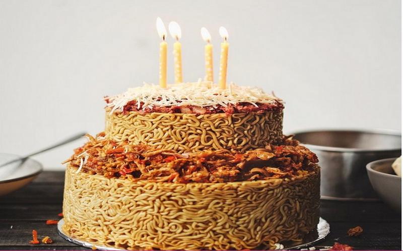 Lupakan Blackforest, Netizen Lagi Heboh Kue Ulang Tahun dari Mi Goreng!