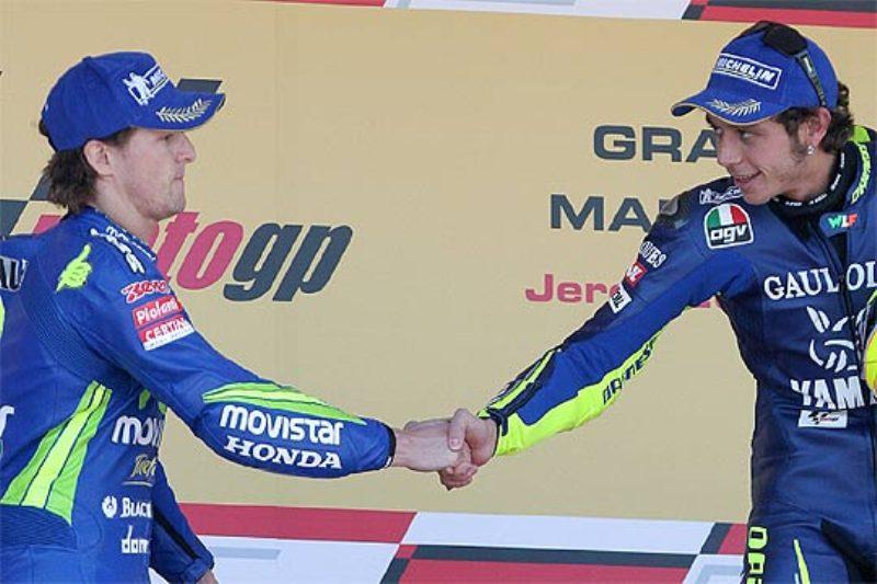 Sete Gibernau dan Valentino Rossi. (Foto: MCN)