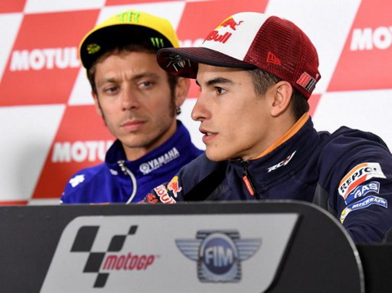 Marc Marquez dan Valentino Rossi (Foto: AFP)