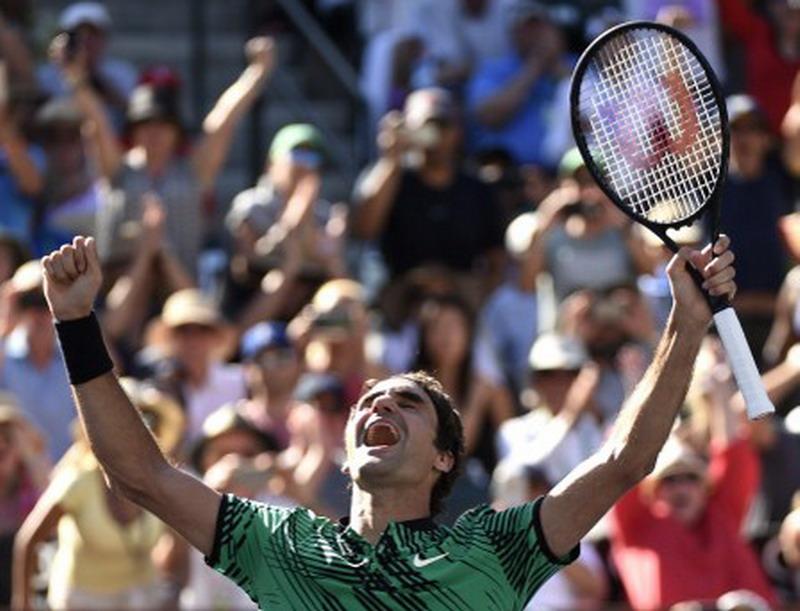 Roger Federer usai menjuarai Indian Wells 2017 (Foto: AFP)